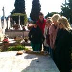 Devant la pierre tombale de Marc Chagall